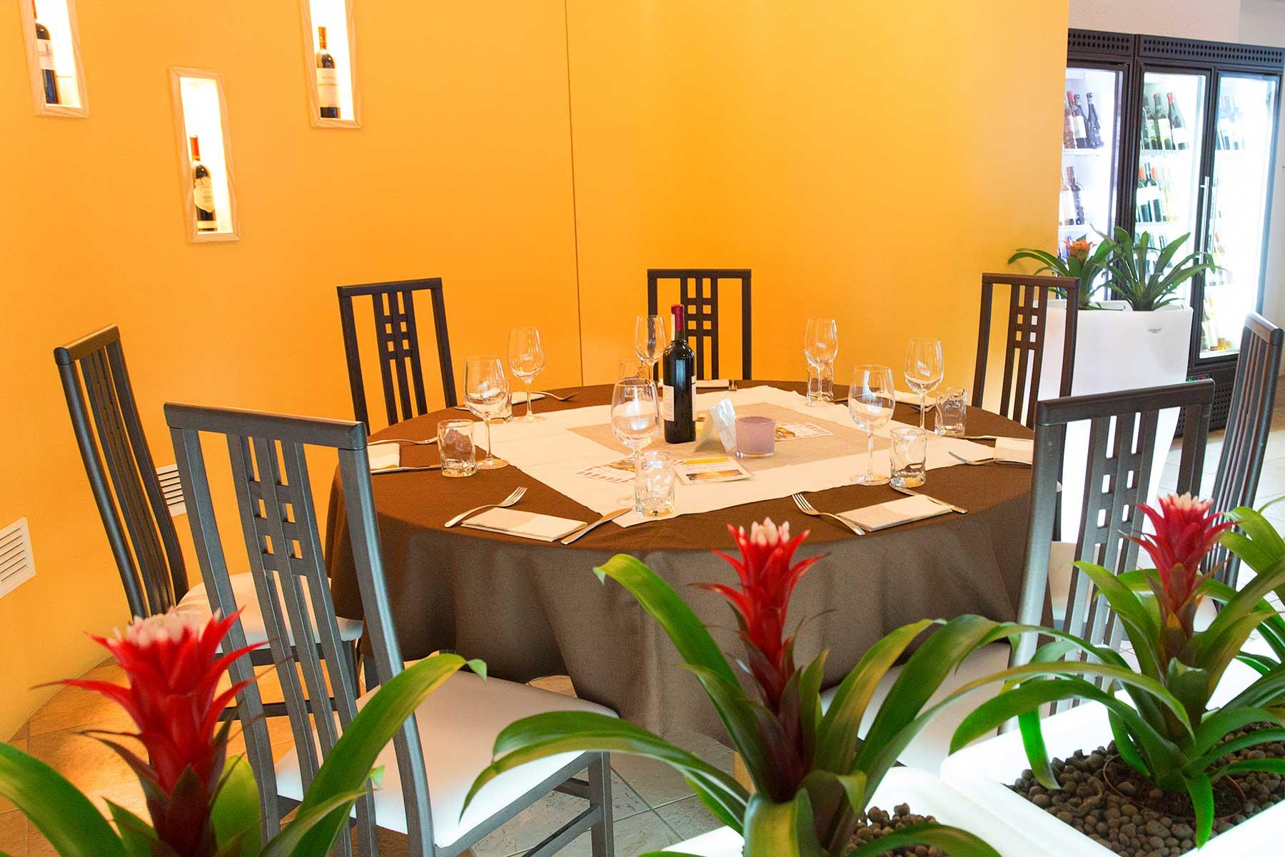 ristorante sala interna e tarrazza estiva canton ticino riva san vitale